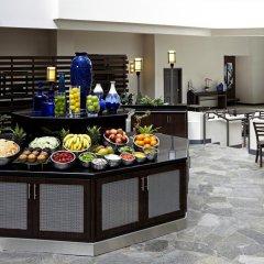 Отель Embassy Suites Los Angeles - International Airport/North США, Лос-Анджелес - отзывы, цены и фото номеров - забронировать отель Embassy Suites Los Angeles - International Airport/North онлайн питание фото 3