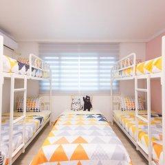 Отель Stay Now Guest House Hongdae Стандартный семейный номер с двуспальной кроватью