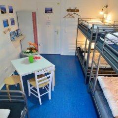 Kiez Hostel Berlin Кровать в общем номере с двухъярусной кроватью фото 14