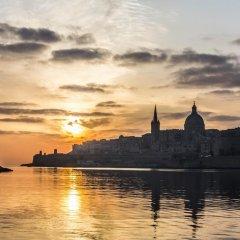Отель Seafront Apartment Sliema Мальта, Слима - отзывы, цены и фото номеров - забронировать отель Seafront Apartment Sliema онлайн приотельная территория