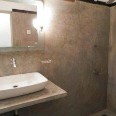Отель Raj Mahal Inn 3* Стандартный номер с различными типами кроватей фото 9
