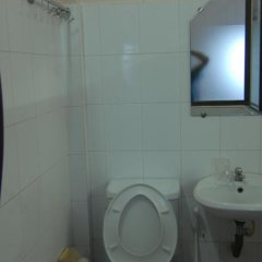 Отель Vy Khanh Guesthouse ванная фото 2