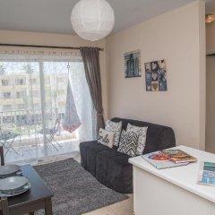 Апартаменты Paphos Love Hut Deluxe Apartment комната для гостей фото 4
