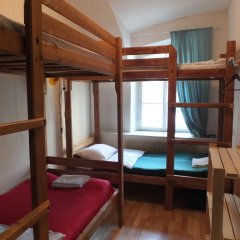 Гостиница Breaking Bed Кровать в женском общем номере с двухъярусной кроватью
