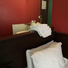 Отель Hôtel Monte Carlo 2* Стандартный номер с различными типами кроватей (общая ванная комната) фото 12