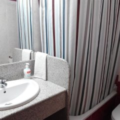 Отель Apartamentos Querol Вальдерробрес ванная фото 2