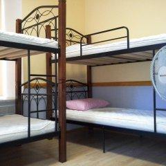 Ночь и День Хостел Кровать в общем номере с двухъярусной кроватью