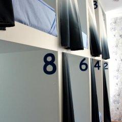 Гостиница Жилые помещения Friday Кровать в мужском общем номере фото 19
