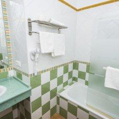 Отель Hostal Las Cumbres Испания, Кониль-де-ла-Фронтера - отзывы, цены и фото номеров - забронировать отель Hostal Las Cumbres онлайн ванная фото 2