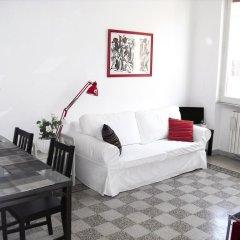 Апартаменты Colorful and Lively Vatican Apartment комната для гостей фото 2