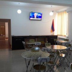 Отель Guest House West Yerevan гостиничный бар