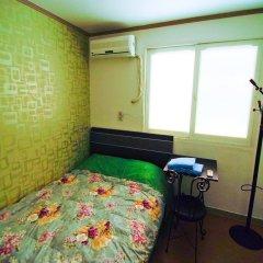 Отель Kimchee Hongdae Guesthouse Стандартный номер с различными типами кроватей