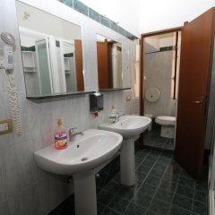 Hotel Brasil Milan Номер с общей ванной комнатой с различными типами кроватей (общая ванная комната) фото 2