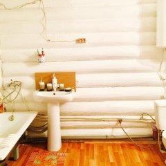 Гостиница Otdyh U Ozera в Изборске отзывы, цены и фото номеров - забронировать гостиницу Otdyh U Ozera онлайн Изборск ванная