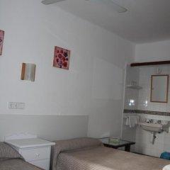 Отель Hostal Las Nieves Стандартный номер с 2 отдельными кроватями (общая ванная комната) фото 17