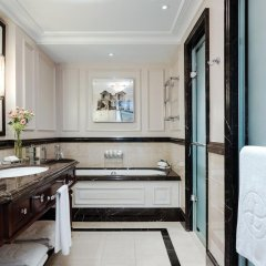 Отель The Langham, London 5* Улучшенный номер с различными типами кроватей фото 5