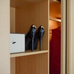 Отель Panoramic Living сейф в номере