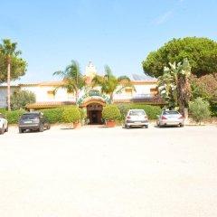 Отель Hostal Cabo Roche парковка