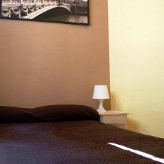 Отель Hostal MiMi Las Ramblas Номер категории Эконом с двуспальной кроватью (общая ванная комната) фото 6