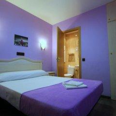 Отель Hostal Regio Стандартный номер с различными типами кроватей фото 13