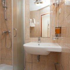 Гостиница AMAKS Россия 2* Номер Бизнес с двуспальной кроватью фото 6