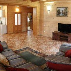 Гостиница Solnce Karpat Коттедж с различными типами кроватей фото 37