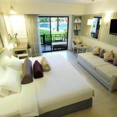 Отель Katathani Phuket Beach Resort 5* Номер Делюкс с двуспальной кроватью фото 22