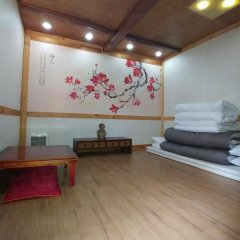 Отель Charm Hanok Guest House Южная Корея, Сеул - отзывы, цены и фото номеров - забронировать отель Charm Hanok Guest House онлайн фитнесс-зал