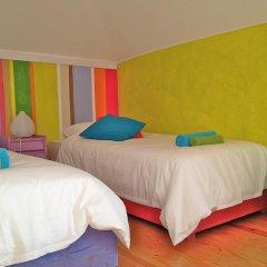 Отель Chill in Ericeira Surf House Кровать в общем номере с двухъярусной кроватью