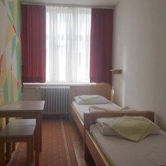 Youth Hostel Zagreb Стандартный номер с 2 отдельными кроватями (общая ванная комната) фото 7