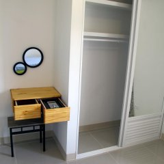 Отель JJ Residence сейф в номере