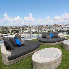 Alex Perry Hotel & Apartments бассейн