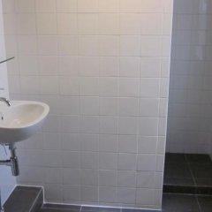 Отель Amsterdam Hostel Uptown Нидерланды, Амстердам - отзывы, цены и фото номеров - забронировать отель Amsterdam Hostel Uptown онлайн ванная фото 2