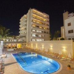 Отель Biniamar бассейн