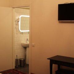 Гостиница Crossroads 3* Улучшенный семейный номер с двуспальной кроватью фото 3