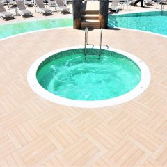 Grand Beach Hotel бассейн