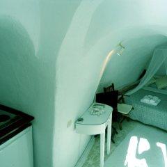 Отель Antithesis Caldera Cliff Santorini комната для гостей