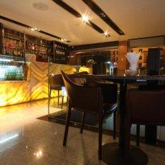 Отель Pietra Ratchadapisek Bangkok Таиланд, Бангкок - отзывы, цены и фото номеров - забронировать отель Pietra Ratchadapisek Bangkok онлайн гостиничный бар