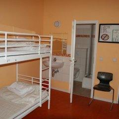 Happy Go Lucky Hotel + Hostel Кровать в общем номере фото 4