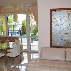 Апартаменты Peevi Apartments Солнечный берег комната для гостей фото 4