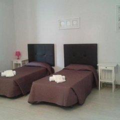 Отель Hostal Balmes Centro Стандартный номер с различными типами кроватей фото 3