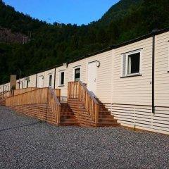Hjørundfjord Hostel парковка
