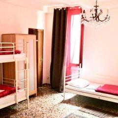 Отель The Academy Кровать в общем номере фото 5