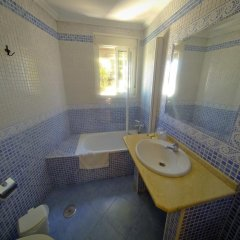 Отель Hostal La Muralla Стандартный номер с различными типами кроватей фото 9