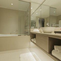 Отель Crowne Plaza Lumpini Park Бангкок ванная