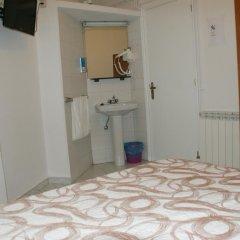 Отель JQC Rooms 2* Стандартный номер с двуспальной кроватью (общая ванная комната) фото 2