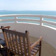 Отель D Varee Jomtien Beach 4* Представительский номер с различными типами кроватей фото 10
