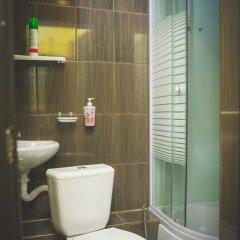Мини-отель Столица Стандартный семейный номер разные типы кроватей фото 6