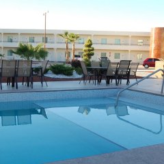 American Inn Hotel & Suites Delicias бассейн фото 2