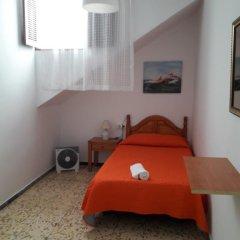 Отель Pensión Eva Номер с общей ванной комнатой с различными типами кроватей (общая ванная комната) фото 5